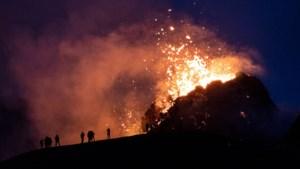 """Vlaming maakt unieke beelden van vulkaanuitbarsting in IJsland: """"Ik kon de lava bijna aanraken, zo dicht geraakte ik"""""""