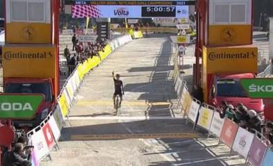 Dubbelslag voor ijzersterke Adam Yates: ritwinst in Ronde van Catalonië levert leiderstrui op