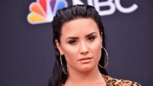 """Demi Lovato getuigt voor het eerst over bijna fatale overdosis: """"Ik ben naakt en blauw in bed gevonden"""""""