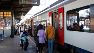 """West-Vlaams gouverneur stelt minister in gebreke voor drukte op treinen: """"Voor de NMBS zijn coronaregels blijkbaar niet van tel"""""""