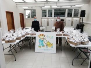 Vrijwilligers van 'de weeg' bedankt met geschenkmanden