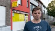 """Na 12 jaar verkoopt Joeri zijn bekende Gentse frituur: """"Ik draag nu een das en een kostuum"""""""