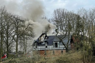 Zware dakbrand aan pas gerenoveerde woning