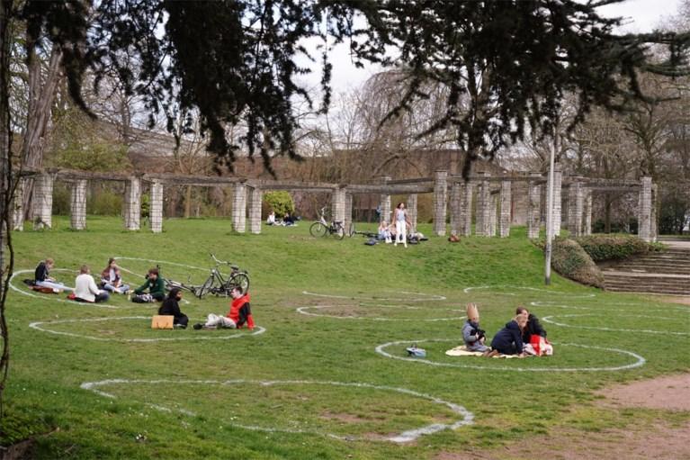 """Nu ook krijtcirkels in de parken in Gent: """"We mikken op druktespreiding"""""""