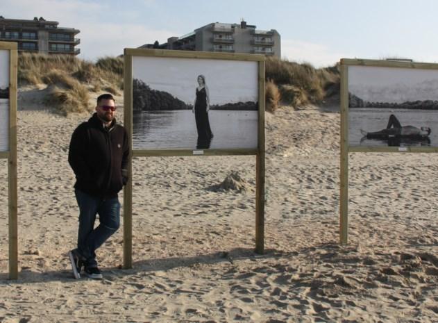 Fotograaf stelt portretten van Vlaamse muzikanten tentoon op het strand