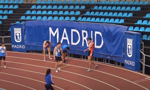 Comedy kapers in Spanje: winnaar van 60 meter sprint struikelt tegen hoge snelheid en verdwijnt in het decor