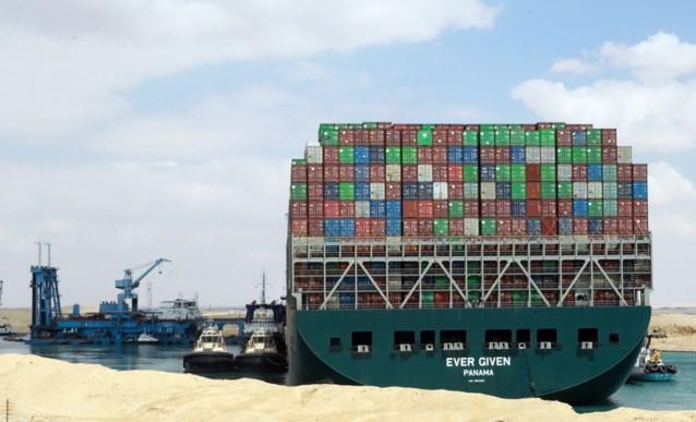 """Ever Given geblokkeerd in Suezkanaal: """"Als het meezit, is het schip na het weekend los"""""""