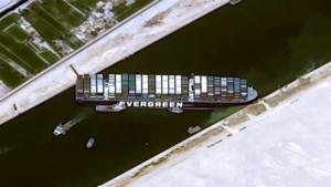 """Blokkade Suezkanaal mogelijk vandaag opgelost: """"Enorme schip iets in beweging en scheepsschroeven zijn vrijgemaakt """""""