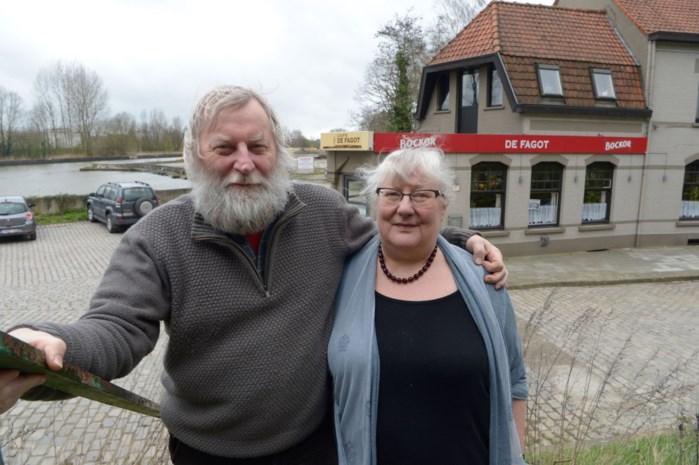 """Jean-Pierre (62) en Carine (64) verkopen na 34 jaar hun bruine kroeg: """"Maar concept én spaghettisaus blijven dezelfde"""""""