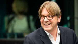 """Guy Verhofstadt vreest voor misbruik coronamaatregelen na deze crisis. """"Dit moet uitzonderlijk blijven"""""""