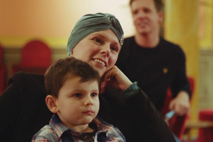 """James Cooke maakt aangrijpend portret van terminaal zieke Sylvia (40) in 'Leef!': """"Ik blijf in mirakels geloven"""""""