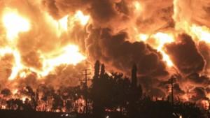Enorme brand in olieraffinaderij Indonesië: twintig gewonden, bijna duizend geëvacueerd