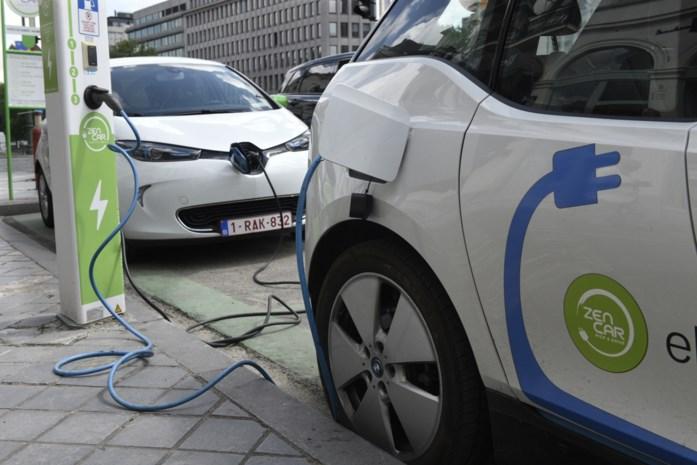 Burgers en bedrijven moeten vergroenen, maar onze ministers rijden zélf nog met vervuilende wagens