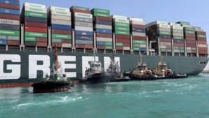 Suezkanaal geblokkeerd: Meer sleepkracht nodig om schip Ever Given recht te trekken
