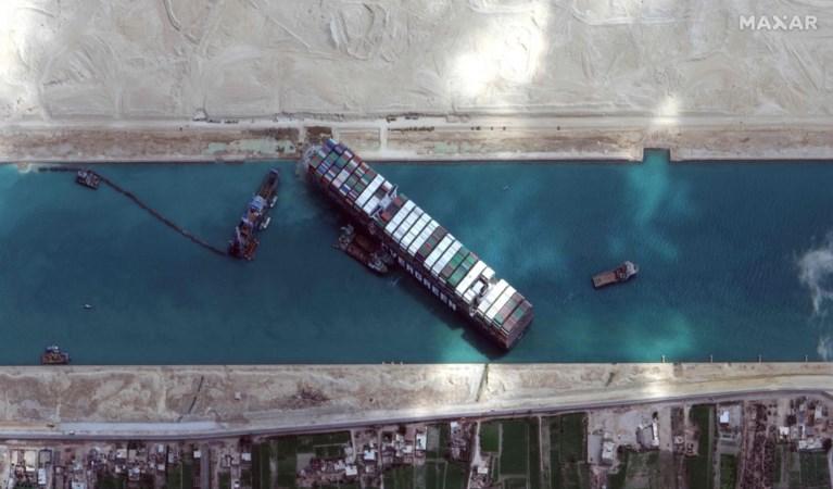 """Schip dat Suezkanaal blokkeerde, is na zes dagen weer vrij: """"Na achtersteven loskrijgen begon moeilijkste stuk"""""""