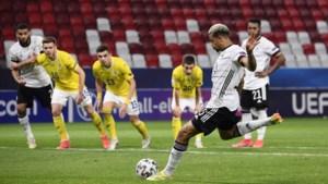 Lukas Nmecha mist penalty voor Duitsland, maar plaatst zich wel voor kwartfinale EK beloften, ook Nederland door