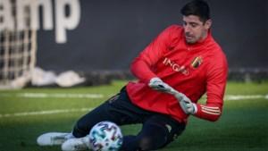 """Thibaut Courtois verwacht """"moeilijke match"""" tegen Wit-Rusland en blikt terug op duel tegen Tsjechië: """"We moeten niet dramatiseren"""""""