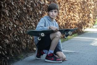 Milo vindt gestolen skateboard in twee stukken terug