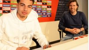 """Jonge Belg Amin Doudah (18) tekent eerste profcontract bij PSV: """"Speciaal na alle tegenslagen die ik heb gehad"""""""