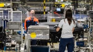 """Volvo geeft werknemers half jaar ouderschapsverlof: """"Grote stap voor veel jonge mannen in de fabriek"""""""