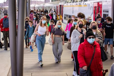 Volgens minister Georges Gilkinet is reizen met de trein coronaproof, maar klopt dat wel?
