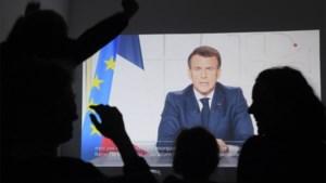 Frankrijk gaat op slot: Macron kondigt voor vier weken strenge maatregelen af