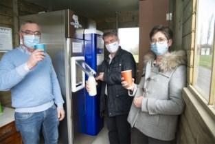 Wouter en Ann van Krinkelweghoeve openen automaat met verse koemelk