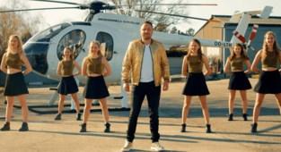 Zelfs zonder optredens krijgt deze artiest vleugels: hij 'doet de helikopter' en krijgt platencontract in Duitsland