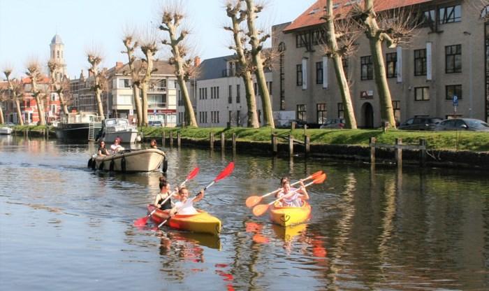 """Het watersportseizoen is aangebroken: """"Vanaf nu mag je weer varen en suppen op Durme en Moervaart"""""""