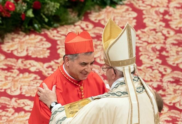 Paus viert mis met ontslagen kardinaal