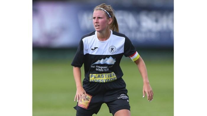"""Chloë Van Mingeroet (Aalst) voorlopig eventjes topscheidsrechter af: """"Jammer, maar ik voetbal nog te graag om er nu al mee te kappen"""""""