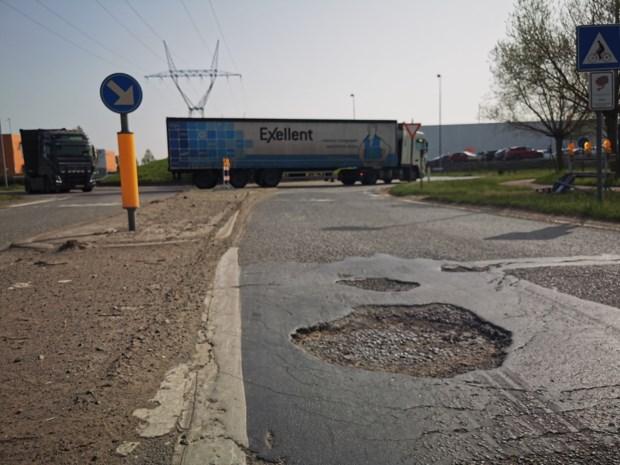 AWV pakt versleten wegdek in industriezone Cargovil aan
