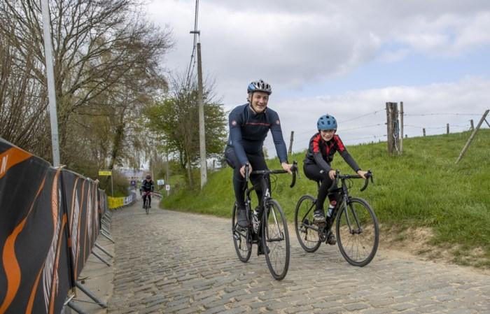 Voor het tweede jaar op rij een Ronde zonder publiek, wielertoeristen (waaronder premier De Croo en zijn zoon) verkennen parcours