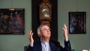 """Bisschop Johan Bonny, na de recente afwijzing van holebi's door het Vaticaan: """"De paus beseft dat hij een probleem heeft"""""""
