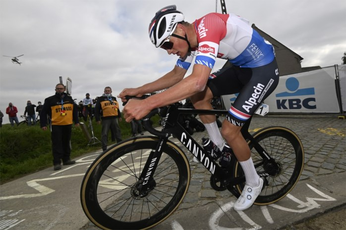 """Mathieu van der Poel last rustpauze in na tweede plek in de Ronde: """"Misschien wordt het wel een weekje zonder fiets"""""""