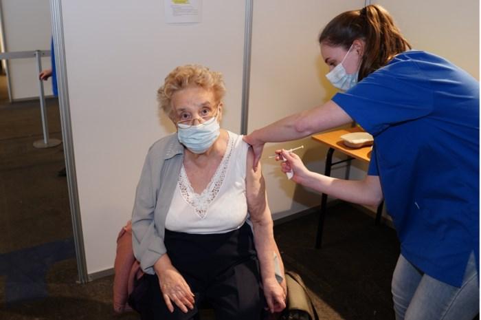 """Eerste dag stage in Gents vaccinatiecentrum: """"Er komt veel meer bij kijken dan je denkt"""""""