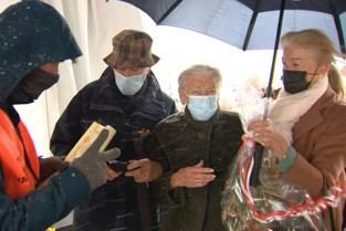 Jeanine en Edouard vieren 60-jarig huwelijk in vaccinatiedorp