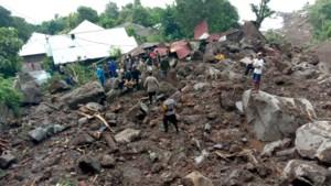 Dodentol van overstromingen na cycloon stijgt naar 128 in Indonesië