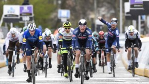 """Jasper Philipsen sprint frustraties van zich af en wint Scheldeprijs, 15 jaar na idool Tom Boonen: """"Ik moet van niemand schrik hebben"""""""