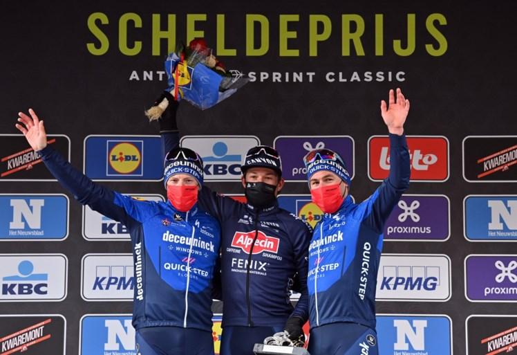 Jasper Philipsen geeft Sam Bennett en Mark Cavendish het nakijken en wint Scheldeprijs