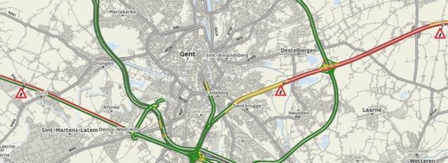 Filerijden op snelwegen rondom Gent door twee gekantelde vrachtwagens