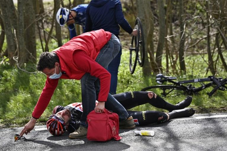 Zware valpartij na amper twintig kilometer in Scheldeprijs zorgt voor vier opgaves, hersenschudding voor Frederik Frison