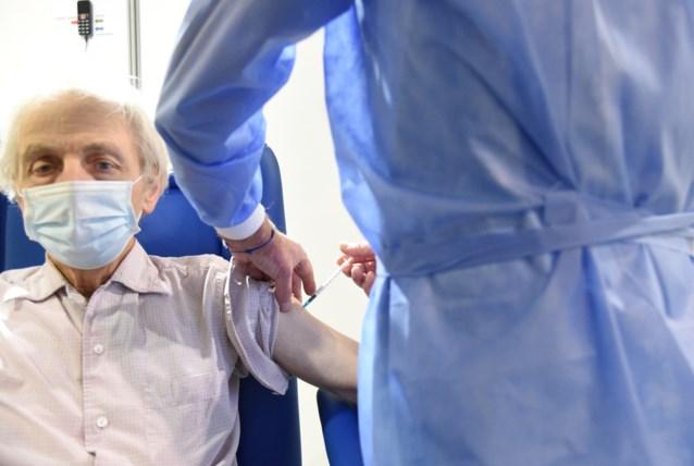 Stoppen met AstraZeneca is geen optie: ministers beslissen over leeftijdsbeperking vaccin