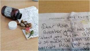 """""""Liefste mama, een jaar is alweer verstreken..."""": wandelaarster Isabelle (40) vindt emotionele 'message in a bottle' op strand"""