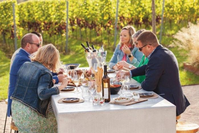 """Dineren tussen de wijnranken vlakbij Gent: """"Het domein verbaast ons nog elke dag"""""""