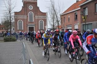 """Karavaan van wielermonument trekt in 2022 opnieuw door Wase dorpen: """"Hopelijk dan mét fandorp voor Greg"""""""