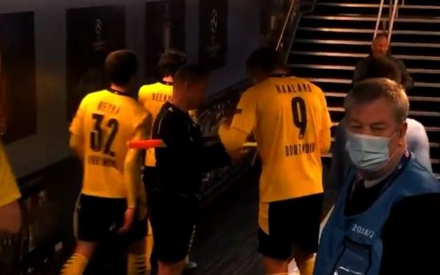Bizar: lijnrechter vraagt handtekening aan Haaland na clash met Manchester City