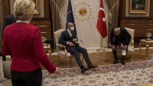 Van de bijtende hond tot het vlaggetje: Erdogan niet de eerste die zijn bezoek te kijken zet met slinkse truc