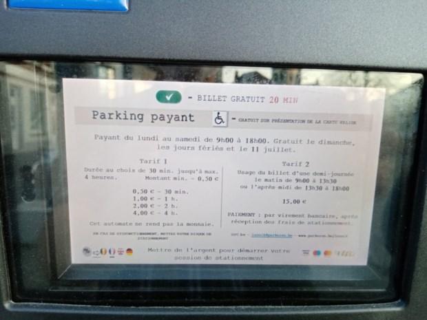 """Gemeenteraadslid hekelt meertalige parkeermeters: """"Een flagrante inbreuk"""""""