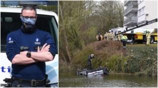 """Agent Nils (39) springt in ijskoude vijver om bestuurder te redden: """"Heldendaad? Nee hoor, het is onze job om mensen te helpen""""<BR />"""